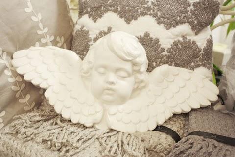 Angeli in gesso, il cielo in una stanza