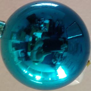 Figure 2: La boule de Noël recadrée.