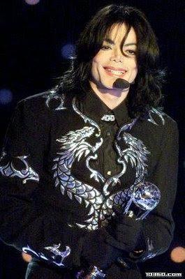 http://4.bp.blogspot.com/_3CV8SXd7-xY/SlNhX9en3xI/AAAAAAAAKXs/hPnizPHul14/s400/michael+jackson+sonriendo.jpg