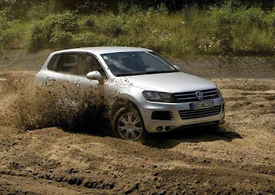 2011 Volkswagen Touareg On Road front view