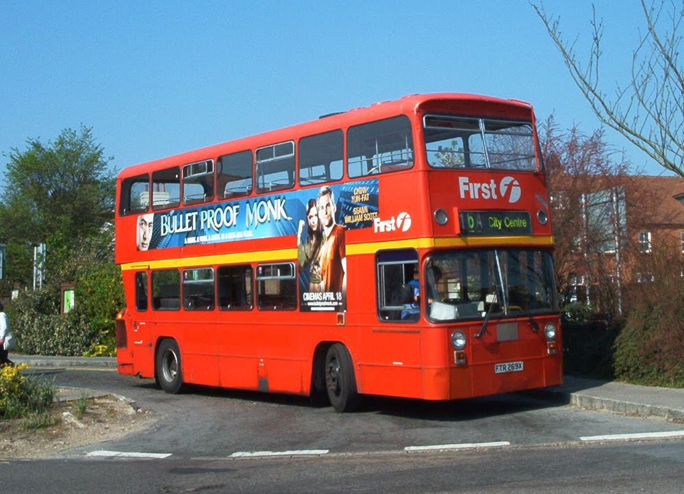 how to get from london to southampton by bus
