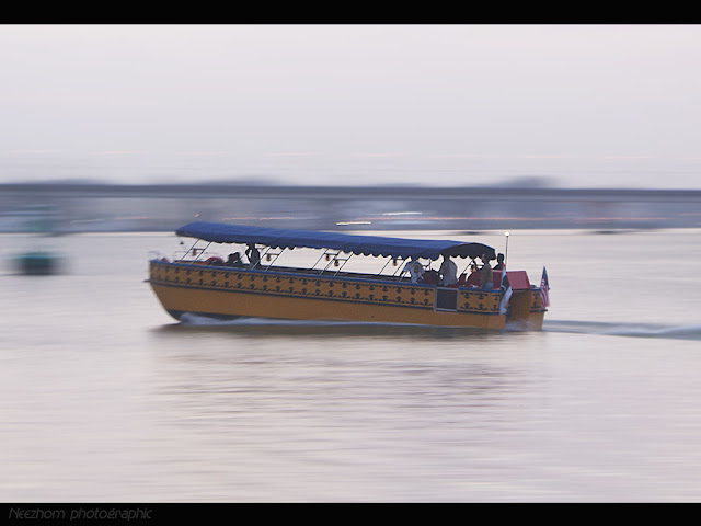 Panning a boat picture