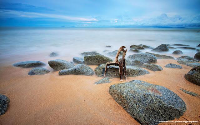 Kerusi buruk di Pantai Bari Kecil, Setiu