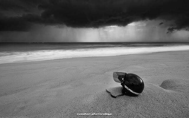 heavy rain coming at pantai Batu Rakit