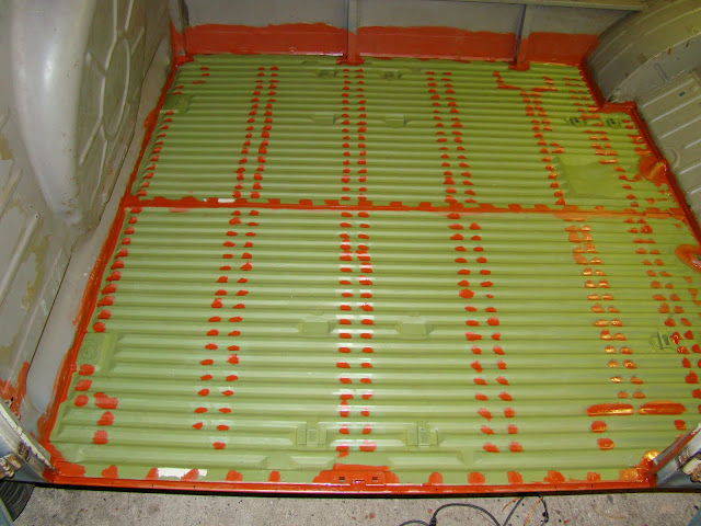 Cargo floor fitting