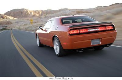 Dodge_Challenger_SRT8