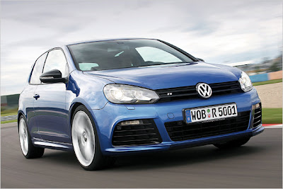 The Golf R replaces the R32. While the predecessor took a 3.2-liter V6 for 250 hp, the R has only a two-liter four-cylinder engine and makes 20 hp more. The consumption is 8.5 liters, with more than two liters lower than the R32. As the R32 is also the R is a wheel drive vehicle. It can be ordered for 36,400 euros.