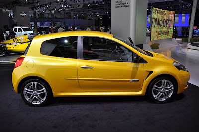 Updated 2011 New Renault Clio RS first live photos