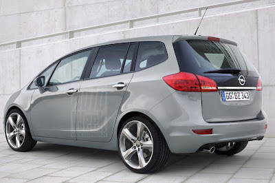 Opel Zafira 2012 live