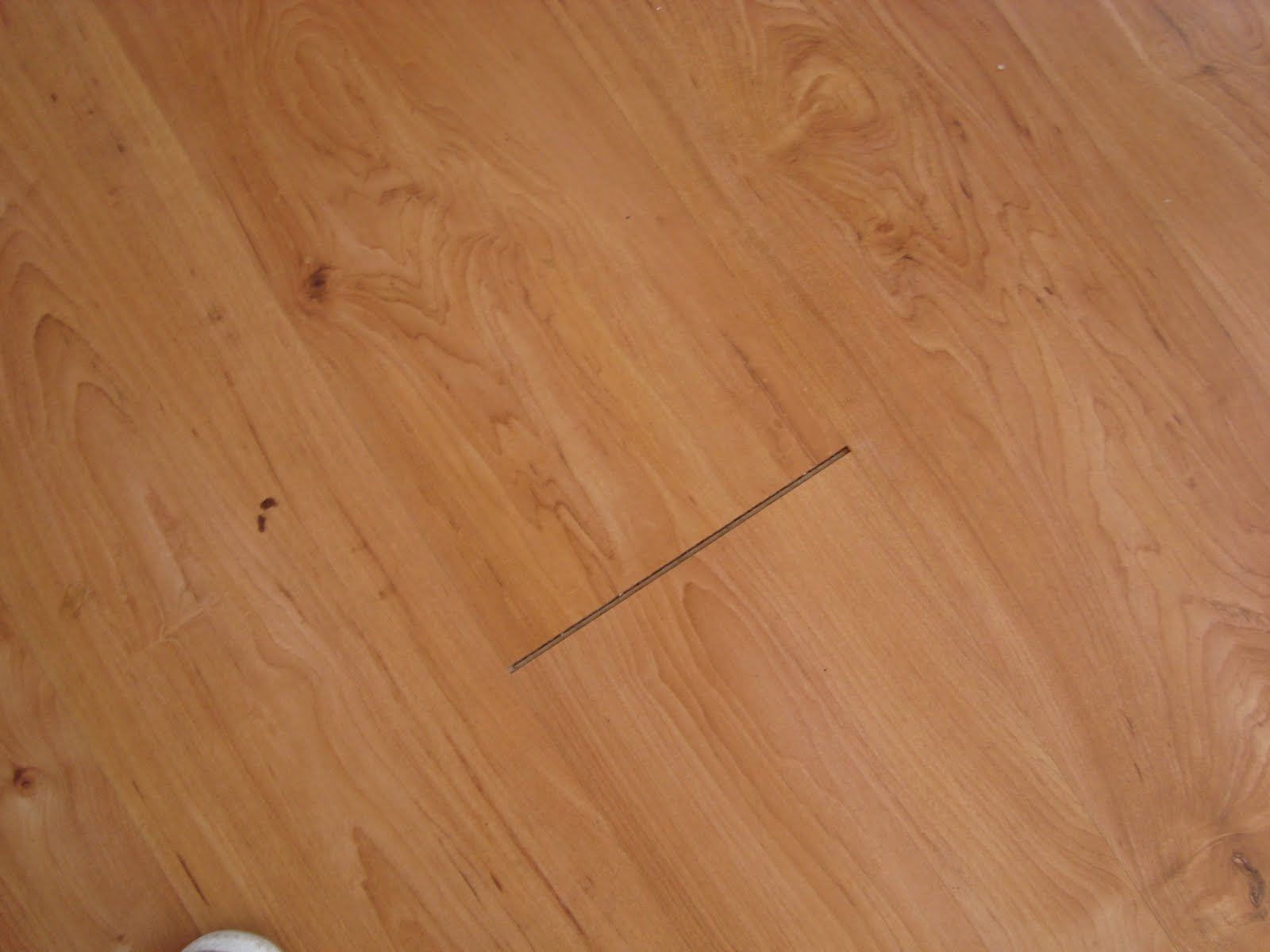 How to fix gaps in laminate flooring
