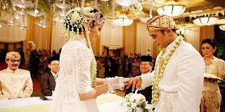 Foto Pernikahan Nia Ramadhani & Ardi Bakrie