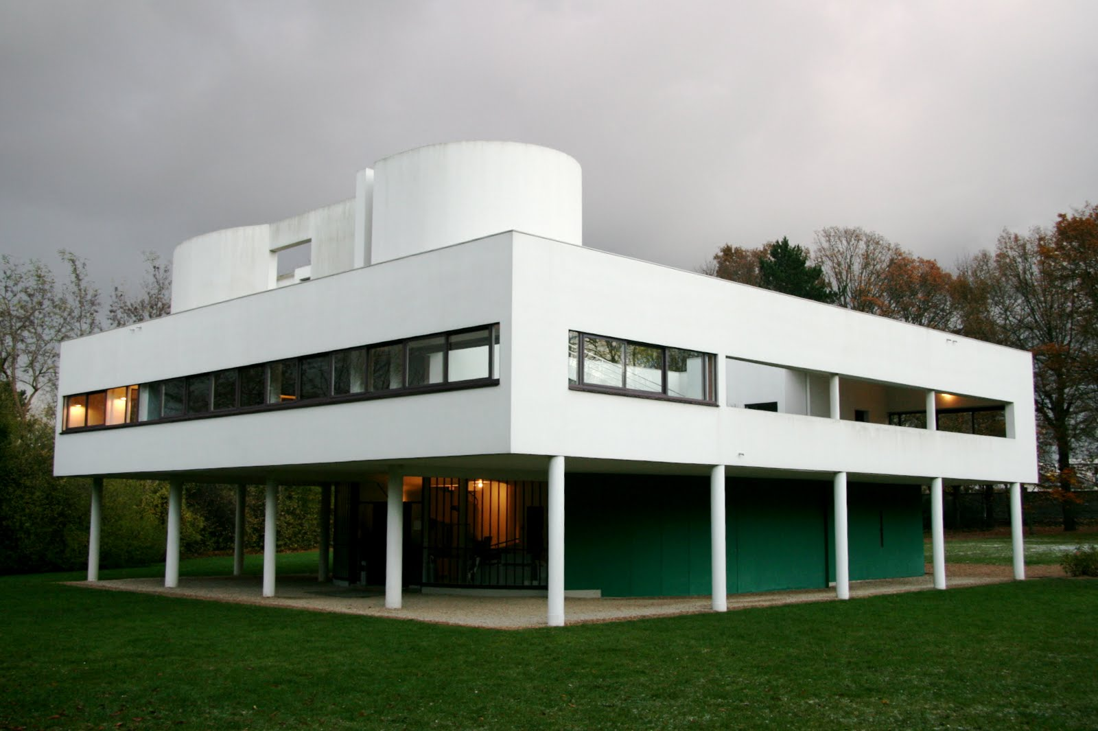 France is hexagonal villa savoye for Architecture le corbusier