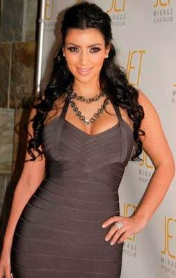 Kim Kardashian posando para sus fans