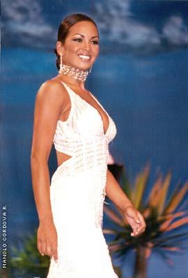 Adriana Zubiate en Miss Universo 2002