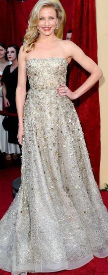 Cameron Díaz con hermoso vestido brillante