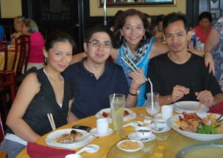 1st cousin, Natie's daughter Monica Eleazar, her fiance, Montri Manzano, Gino Tioseco and me in back.