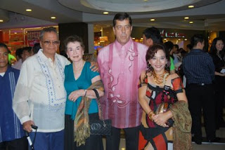 My 89 year old dad Ramon Limjoco, my 83 year old mom Helen Limjoco, Dave Dewbre came out in support of Gonegosyo's book