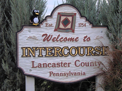 Sidney+Penguin+on+Welcome+to+Intercourse+PA+sign+Oct+16+2008.JPG