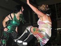 Don't remember Dinah Lance having green hair.