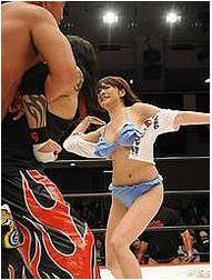 摔角跟AV又再搞噱頭了!
