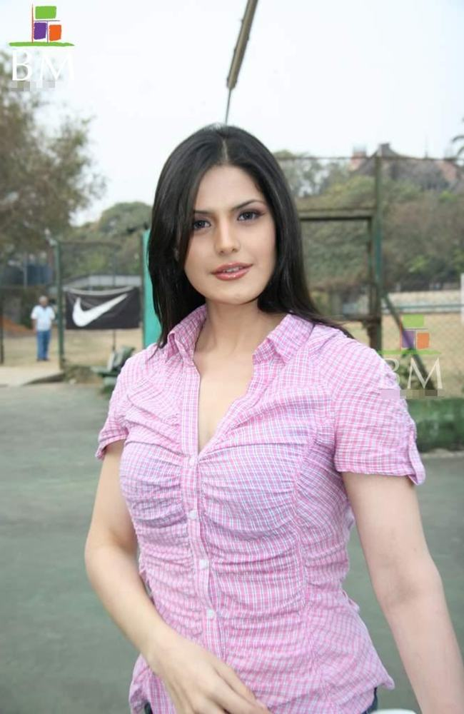 zarine khan hot wallpaper. Hot Wallpapers of Actress