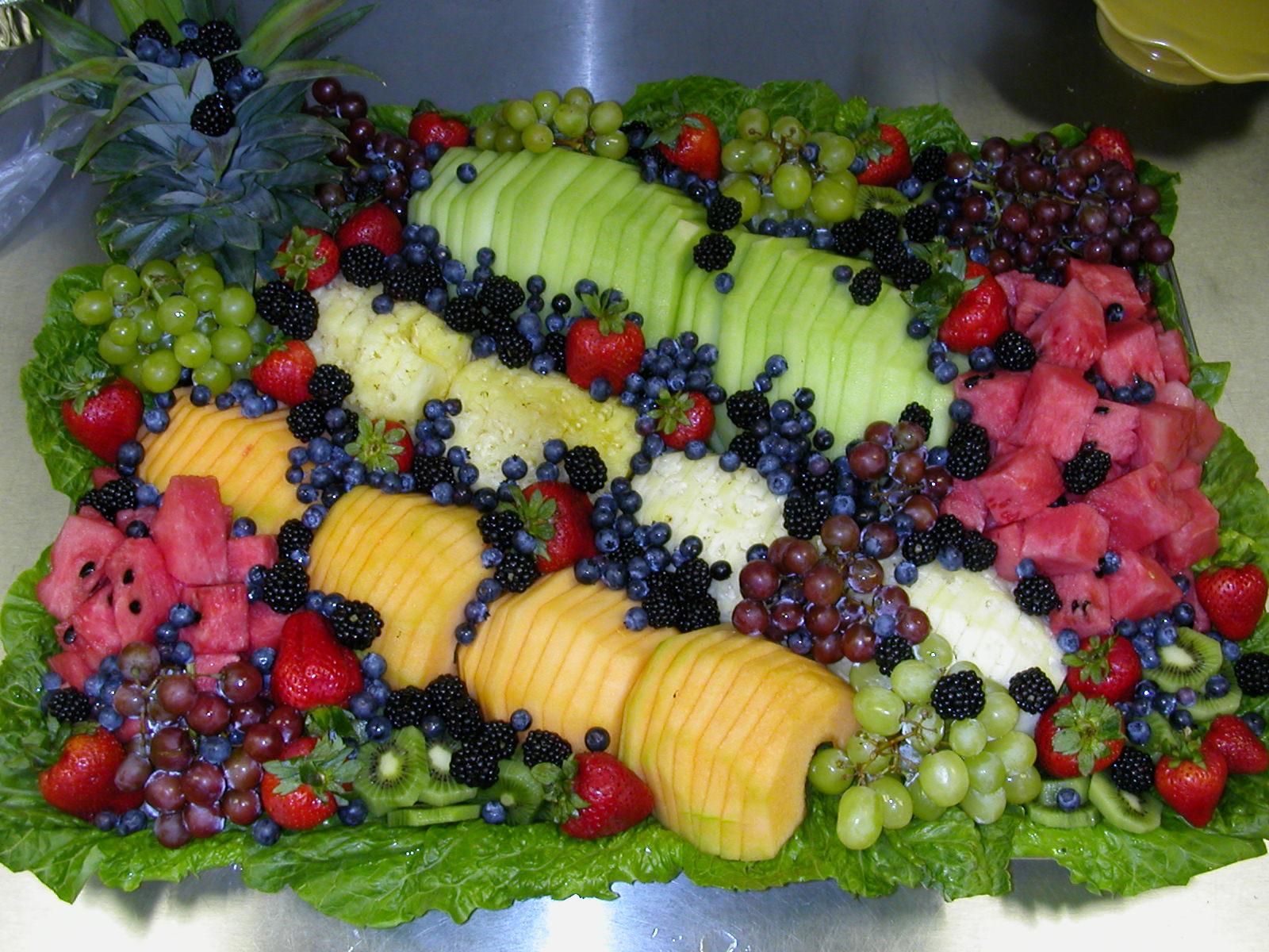 frutas e frutos mesas decoradas com muitas frutas