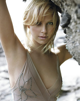 Charlize Theron Sexy Photo