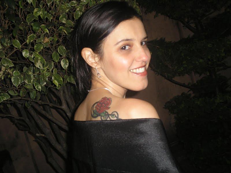 Andréia exibindo a tattoo na sua missa de formatura.