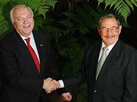 Moratinos y Raúl Castro en manifiesta sintonía ¿Existe alguna foto similar del canciller español con algún opositor a la dictadura? Un ejemplo claro de quien es amigo y quien no del gobierno socialista español