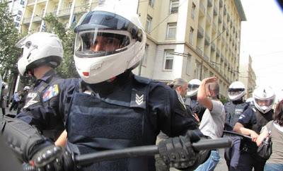 Σταχυολογούμε από τις Σταχυολογήσεις φωτογραφίες της προχτεσινής διαδήλωσης Foto_dias__0_zidm0b