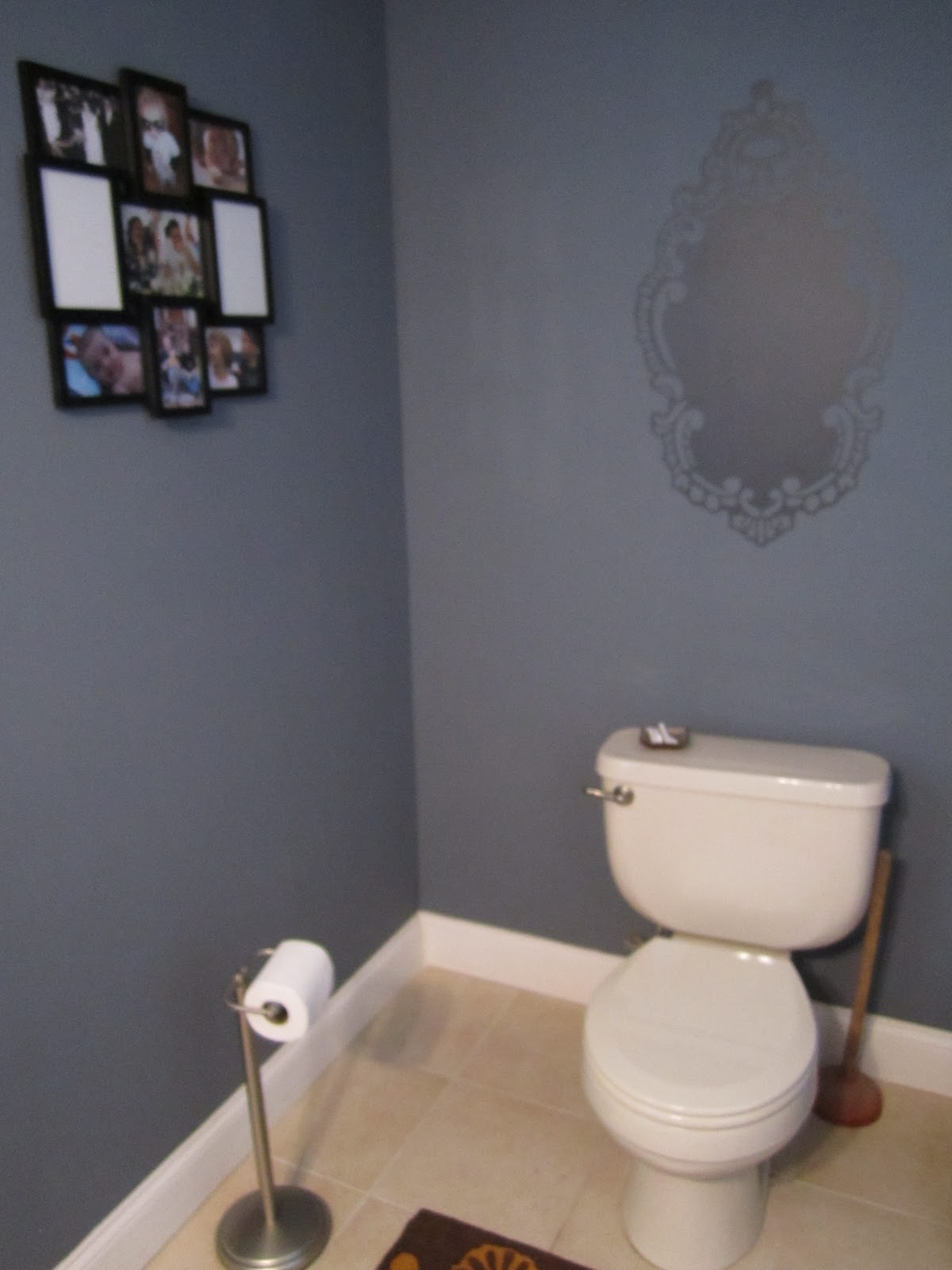 Powder room paint ideas home decorating ideas for Small toilet room design