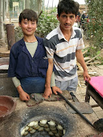 http://4.bp.blogspot.com/_3eQpaQ9WUWs/SNitpF7VMiI/AAAAAAAAAb4/pt0K3CsPTvA/s200/uyghur+3.jpg