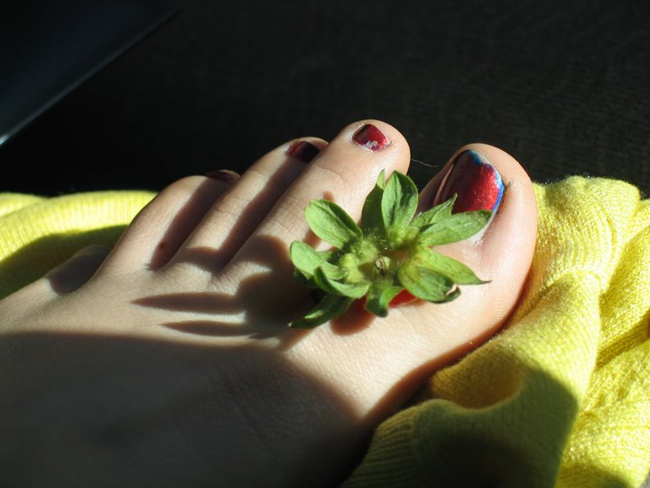 [E's+Strawberry+Toe.jpg]