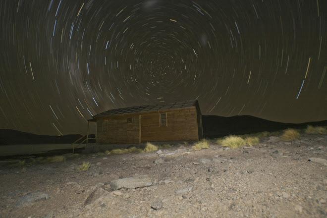 A gairebé 4000m d'alçada i amb la cruz del sur com a eix central de la nit (Chile)