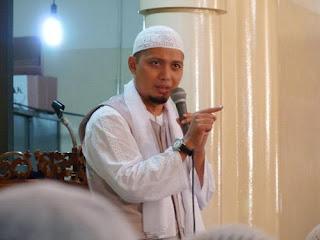 http://4.bp.blogspot.com/_3mrH2p7bMKA/Sk-xaMwqbWI/AAAAAAAAADI/JUPN7IVqsHQ/s320/Arifin+Ilham.JPG