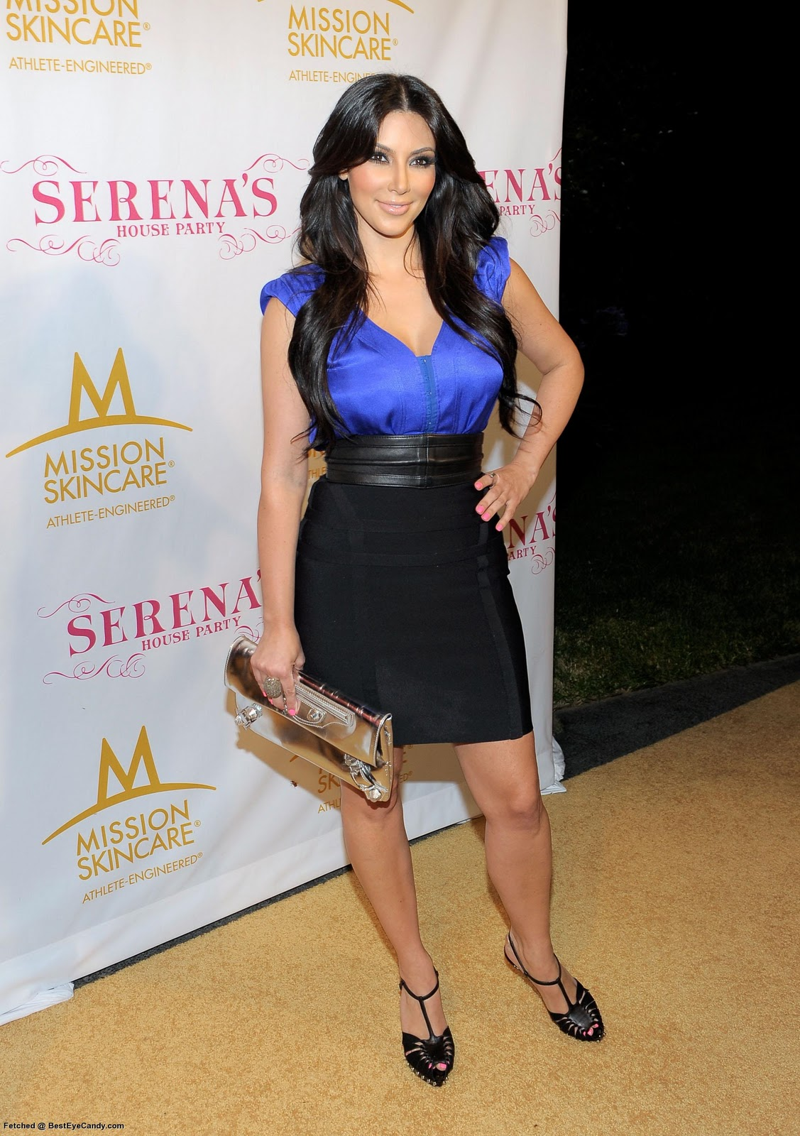 http://4.bp.blogspot.com/_3ogepUVaST0/TJ4QZ47-snI/AAAAAAAAHdU/o8oQF5J9urc/s1600/Kimberly_Kardashian_1014698_BestEyeCandyCOM.jpg