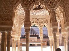 en la plaza de los leones, en la Alahambra