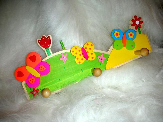 Cabide com aplicações de borboletas