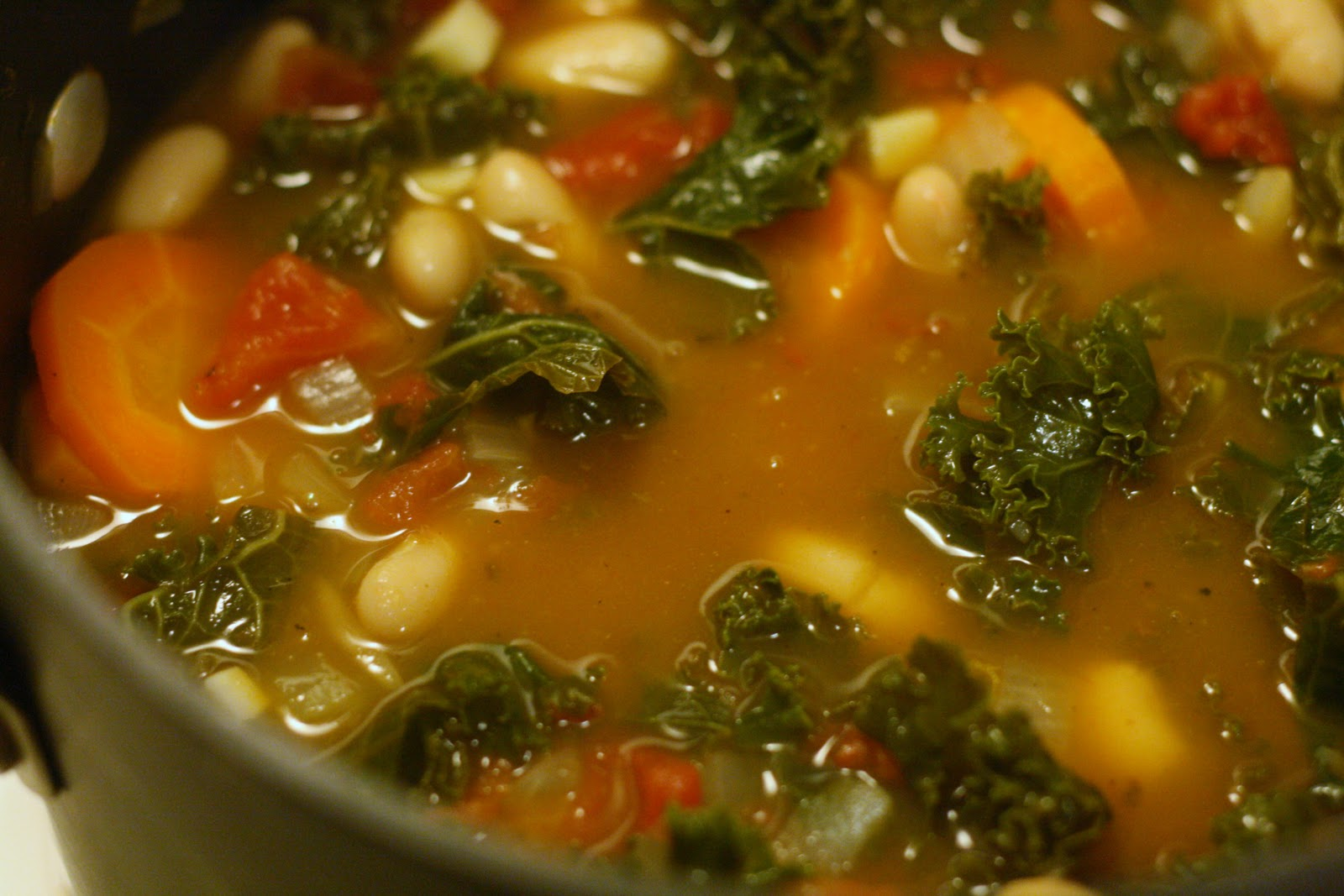 Laine's Recipe Box: Tuscan Kale and White Bean Soup