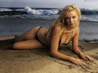 laura prepon bikini wallpaper