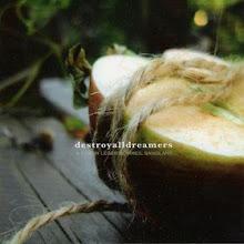 DESTROYALLDREAMERS -  A cœur léger sommeil sanglant (2004)