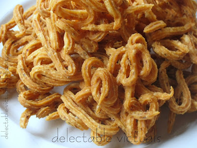 naazhi Muthusaram, Kaaraasev: Savory Indian Snacks