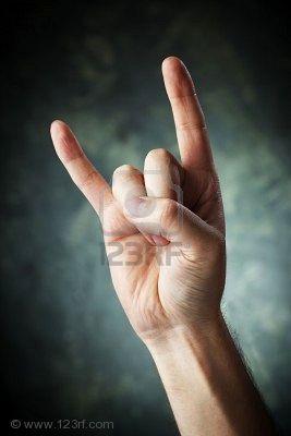 les papes et la culte du diable 5777406-une-main-faisant-un-signe-des-cornes-aka-diable-signe-alias-maloik