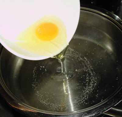 how to cook poached eggs in pot