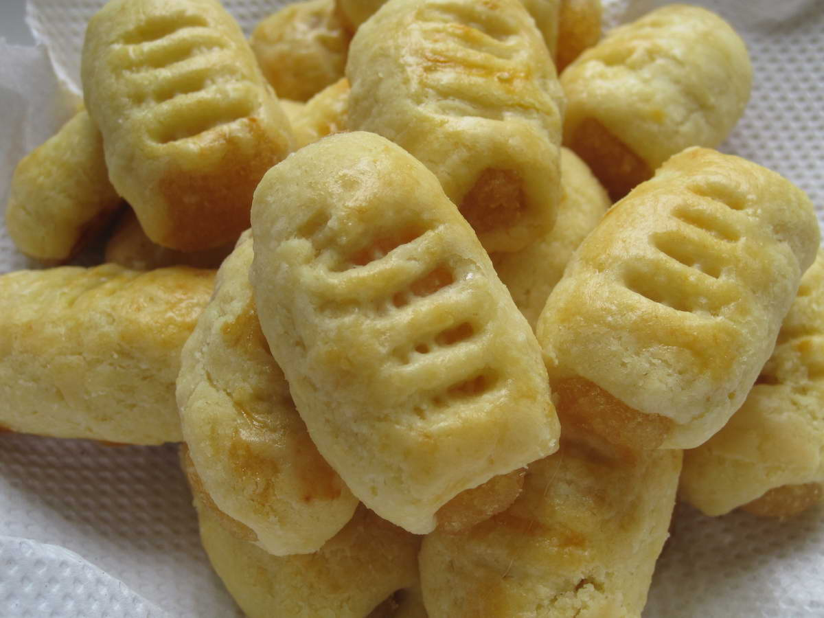 ... : Aspiring Bakers #3: CNY Cookies (2011) - Pineapple Rose Tarts