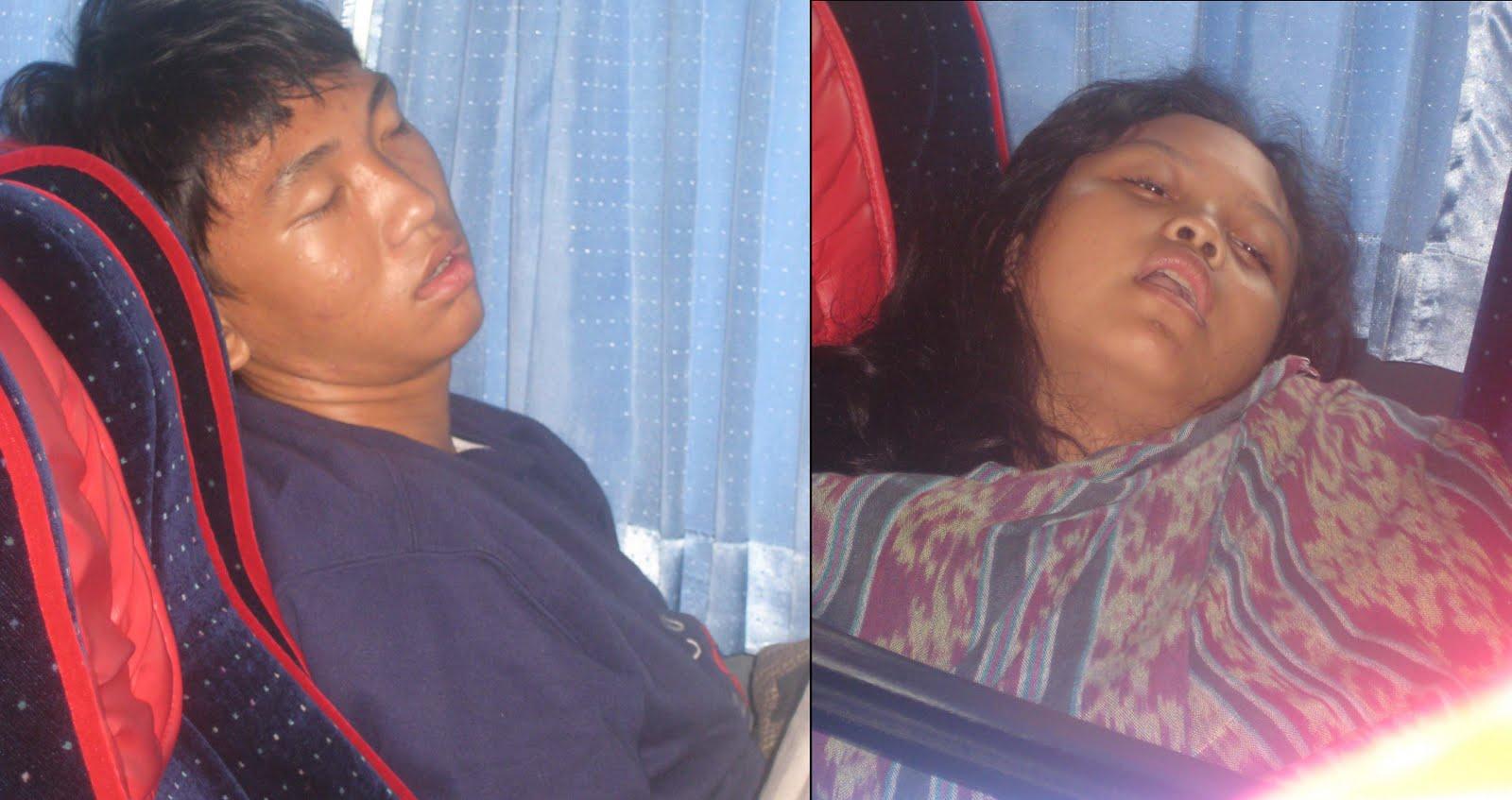 lagi tidur muahahaha dan inilah posisi tidur terbaik di mobi