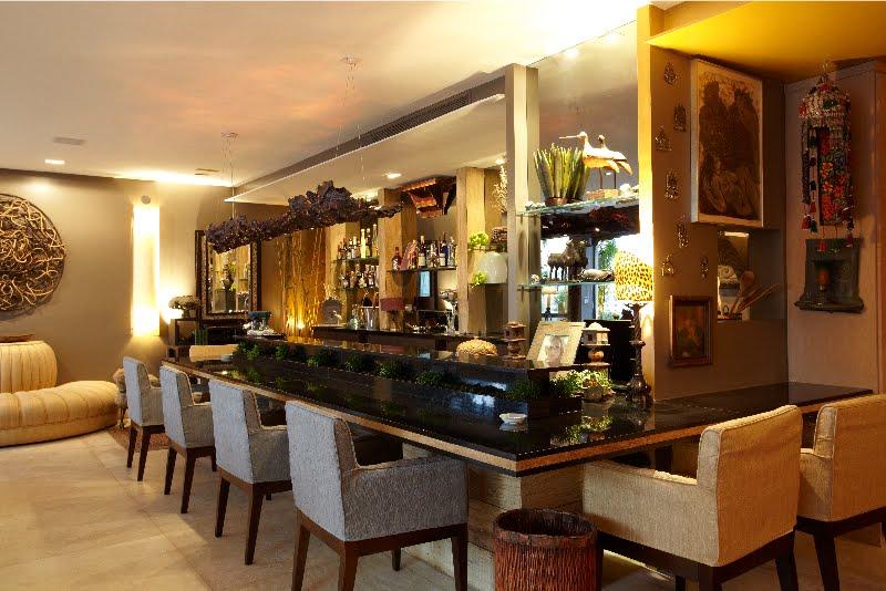 #474316 Blog da Ivone Mello Projeto Apartamento BarSala de jantar Biblioteca Lavabo Jardins SP 800x534 píxeis em Bar Moderno Para Sala De Estar Imbutido
