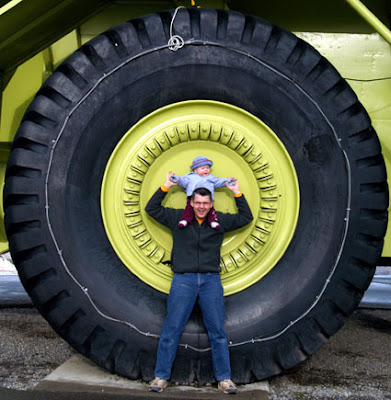 World Amazing Photos -  The Biggest truck ever