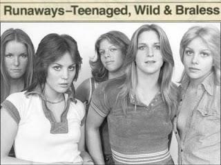 Pulgares adolescentes de la cereza salvaje