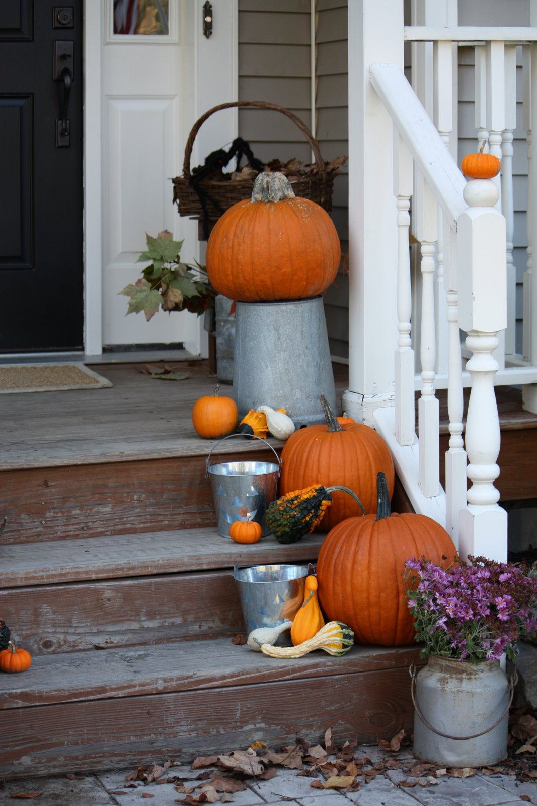 Outdoor fall decorating finding home farms for Fall decorations for outside the home